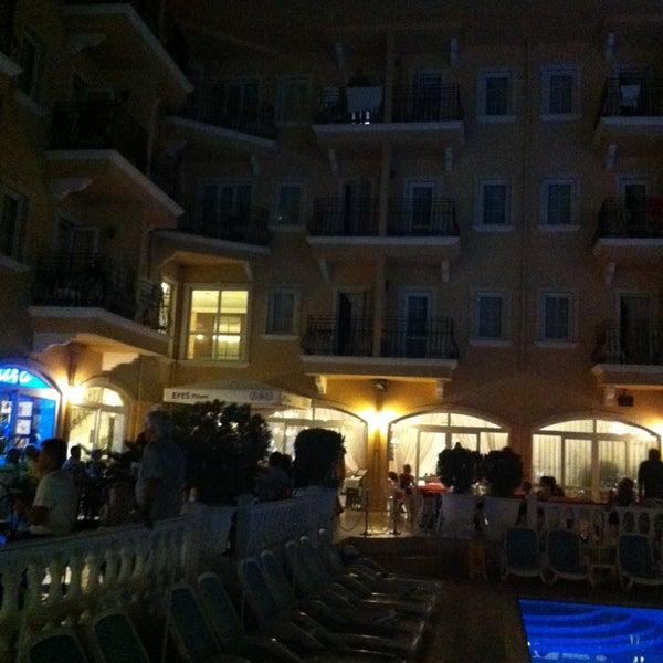 Foto scattata a Sinatra Hotel da Erdogan O. il 10/5/2014