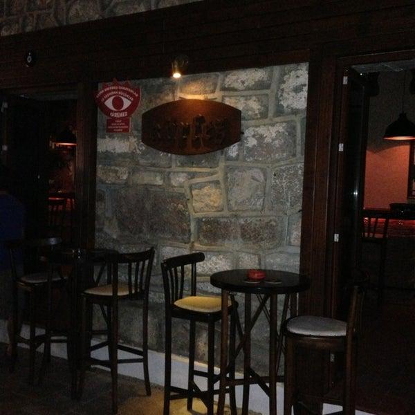 รูปภาพถ่ายที่ Körfez Bar โดย Hande Y. เมื่อ 7/1/2013