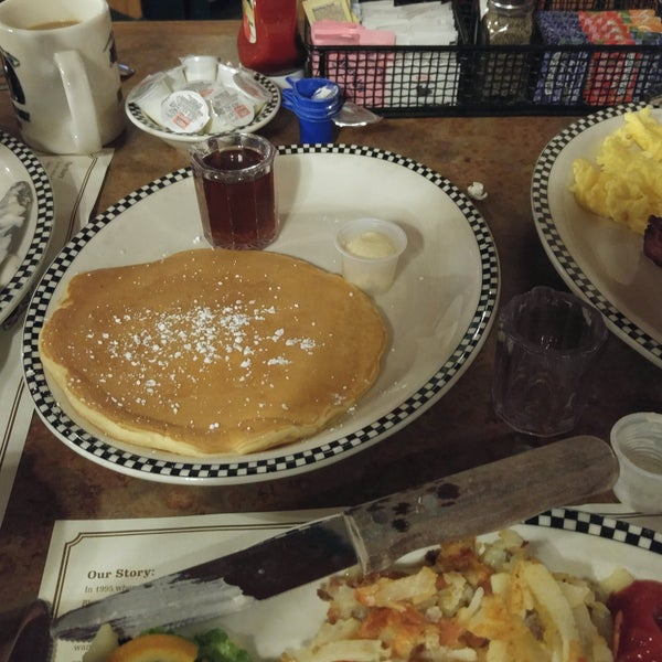 Photo taken at Gilbert Black Bear Diner by Lilli F. on 10/1/2016