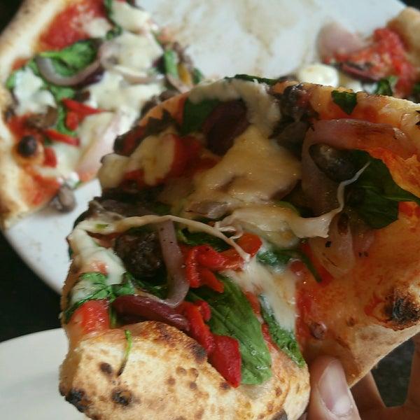 Foto scattata a Pizza CS da Ebrahim B. il 12/21/2016