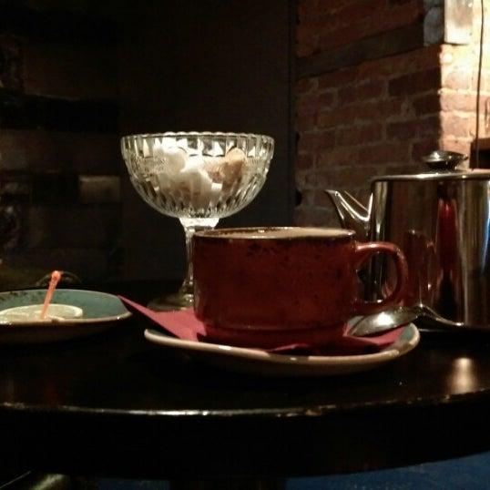 Снимок сделан в Винный бар «74» пользователем Anastasiya K. 12/25/2014