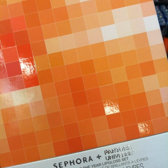 Photo taken at SEPHORA by Yissel on 4/20/2012