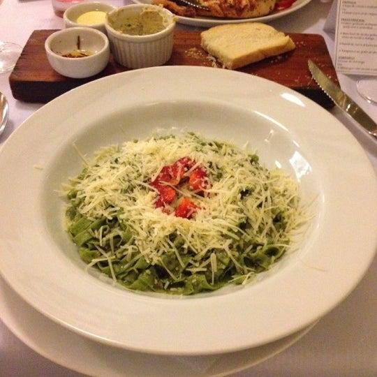 Foto tirada no(a) Zeffiro Restaurante por Renato R. em 6/18/2012