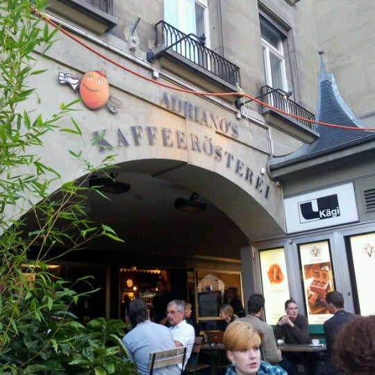 Das Foto wurde bei Adriano's Bar & Café von Yuri L. am 9/22/2011 aufgenommen