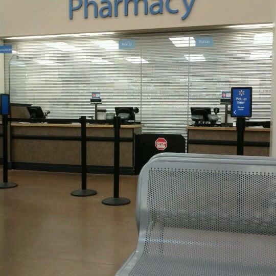 Снимок сделан в Walmart Supercenter пользователем Coz B. 9/5/2011