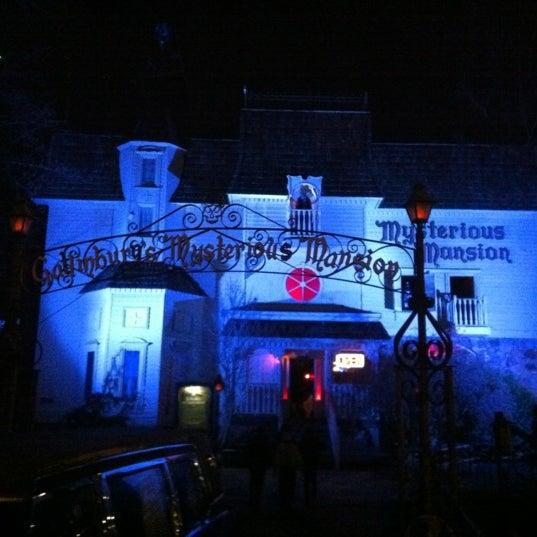 Foto diambil di Mysterious Mansion oleh Erik G. pada 1/2/2012