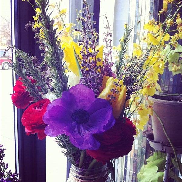 Das Foto wurde bei Sycamore Flower Shop + Bar von D. Casey am 2/12/2012 aufgenommen