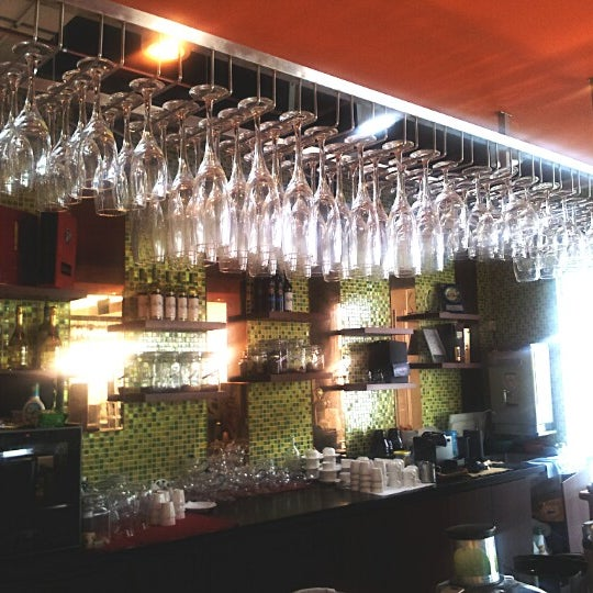 Photo taken at Alcove. Asian Restaurant. Bar by Dino Tan L. on 8/24/2012