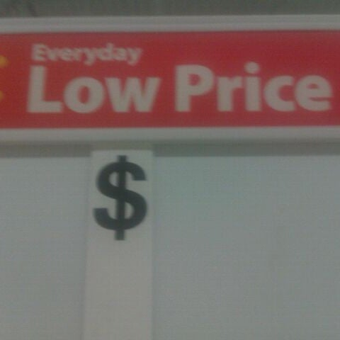 Photo taken at Walmart Supercenter by Victor A. on 10/19/2011