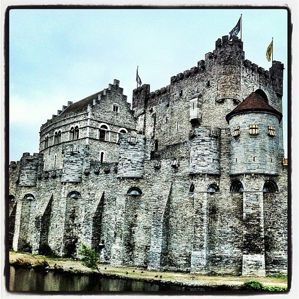 Photo taken at Castle of the Counts by César C. on 11/1/2011