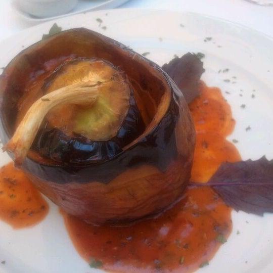 7/20/2011 tarihinde Julian C.ziyaretçi tarafından Matbah Restaurant'de çekilen fotoğraf