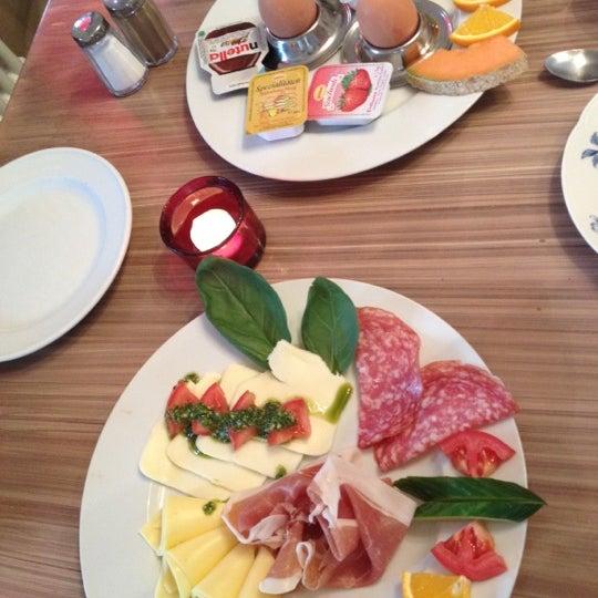 Cafe Kostbar Brunch