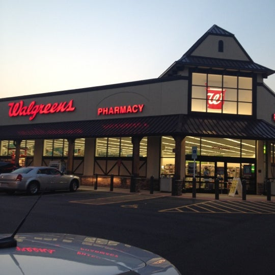 Pharmacy Hours:Mon-Fri 9am-9pm, Sat 9am-6pm, Sun 10am-6pm. Store Hours:Mon-Fri 8ampm, Sat 8am-8pm, Sun 8am-8pm. Walgreens Pharmacy at N LA CANADA DR in Oro Valley, AZ. View Pharmacy hours, refill prescriptions online and get directions to Walgreens | Store Locator | WalgreensLocation: N LA CANADA DR, Oro Valley, , AZ.