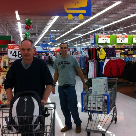 Photo prise au Walmart par Cleusa B. le11/16/2011
