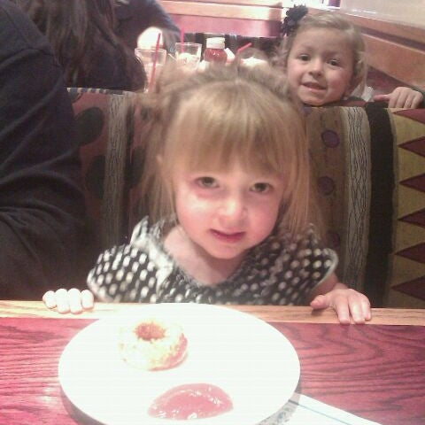 Photo taken at Red Robin Gourmet Burgers by Jennifer L. on 11/10/2011
