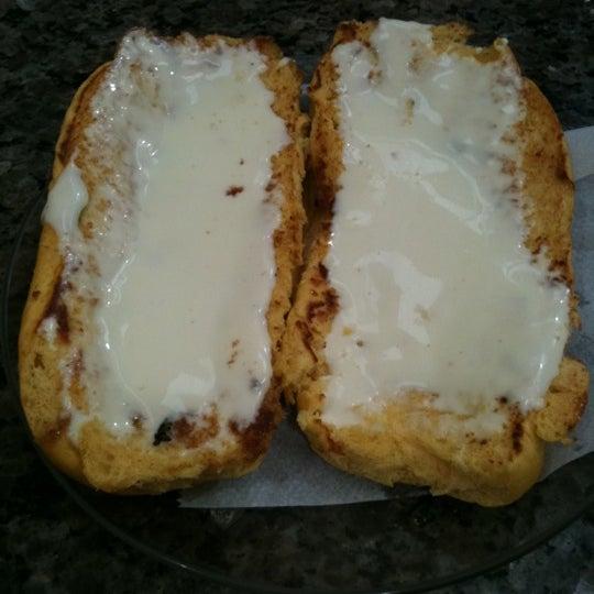 O pão de cenoura com requeijão (manteiga opcional) é uma ótima pedida para o desjejum.