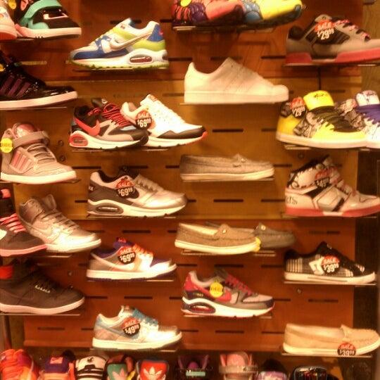 Journeys Shoe Store Deptford Mall