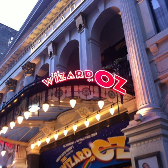 Foto scattata a The London Palladium da Hussadin T. il 3/28/2012