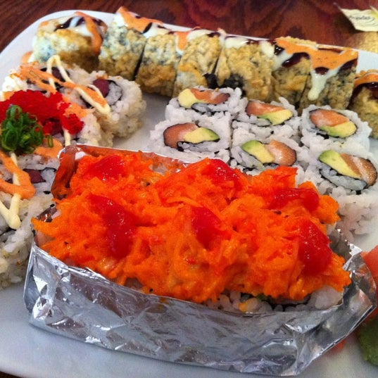 Las Vegas roll is a must order! Nice deep fried sushinomnest. More tips & pics at http://www.nomnomboris.com