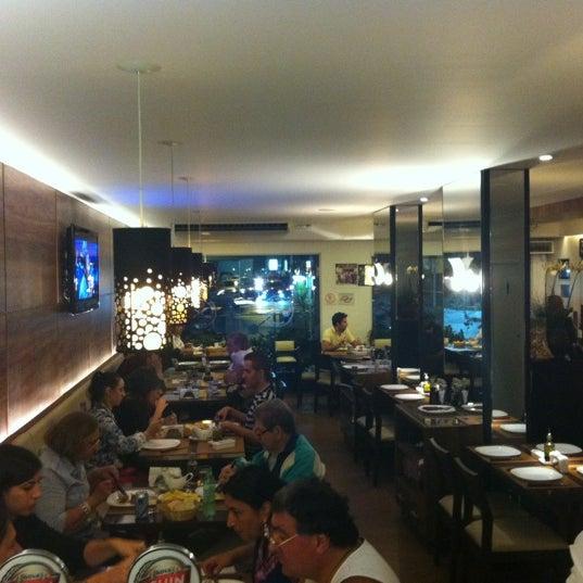 Foto tirada no(a) Ao Chopp do Gonzaga por Thiago R. em 1/27/2012