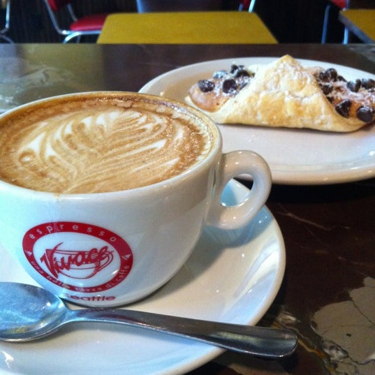 Photo taken at Espresso Vivace by Nobu K. on 5/22/2012