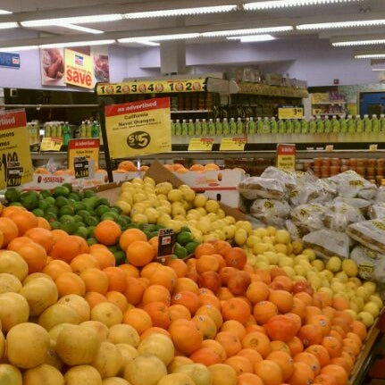 Photo taken at Super Foodtown by Derek P. on 3/22/2011