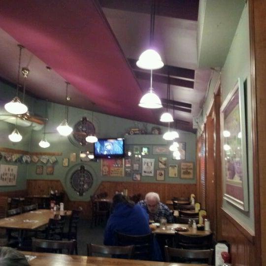 Снимок сделан в Annie's Cafe & Bar пользователем Alex B. 10/22/2011