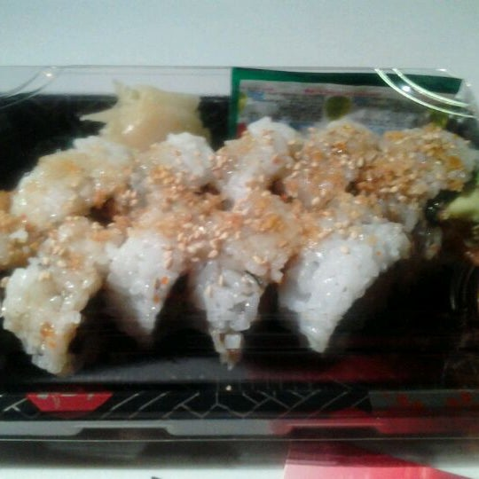 Foto tomada en Red Koi Thai & Sushi Lounge por Jamara D. el 11/29/2011