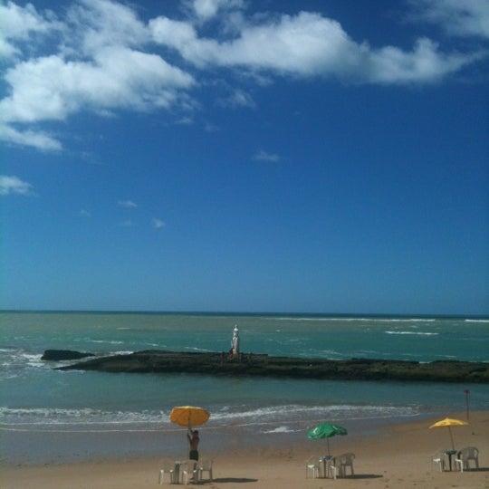 Foto tirada no(a) Praia Mirante da Sereia por Viviane S. em 7/19/2012