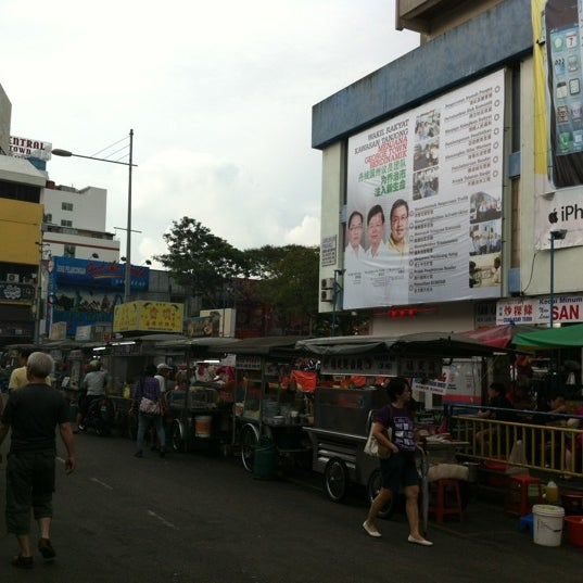 Photo taken at New Lane Hawker Stalls by S.Kok O. on 7/7/2012