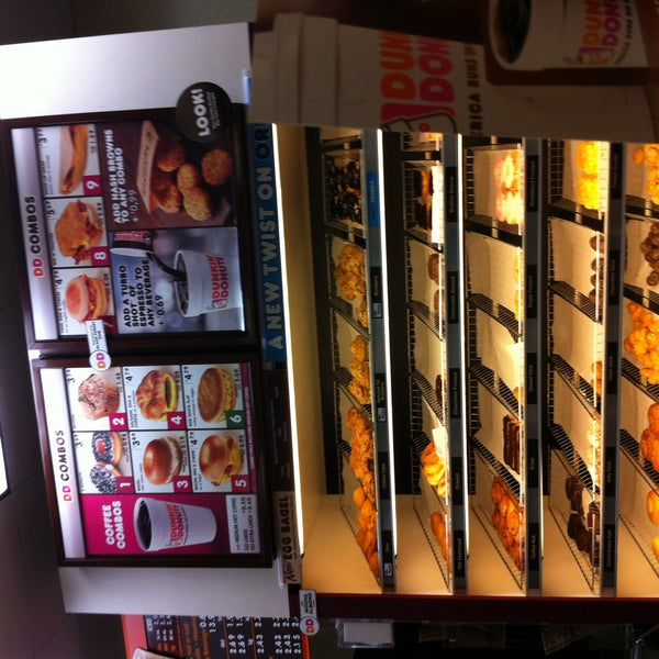 Photo taken at Dunkin Donuts by Robyn J. on 8/26/2012