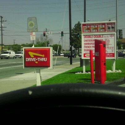 Photo taken at In-N-Out Burger by A M. on 4/9/2012