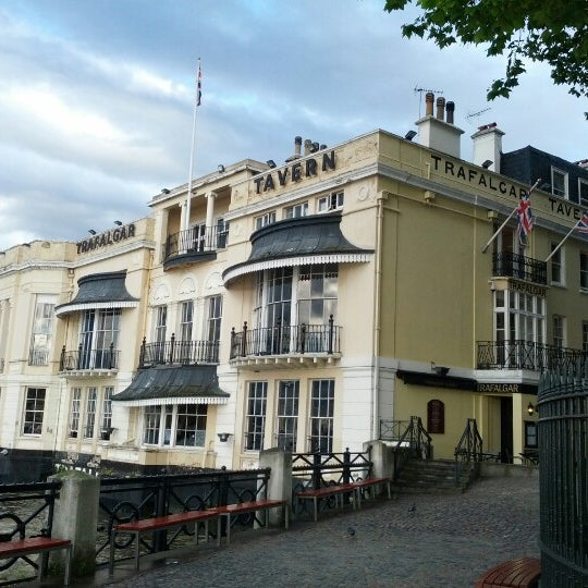 Photo taken at Trafalgar Tavern by Jeff on 7/11/2012