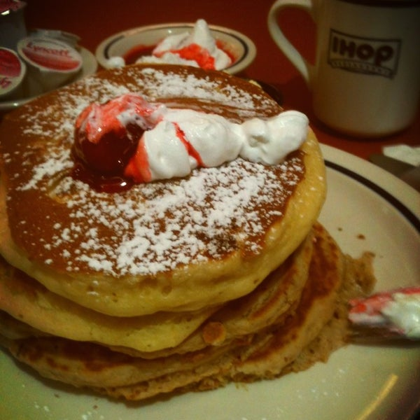 Photo taken at IHOP by Roberto T. on 1/28/2013
