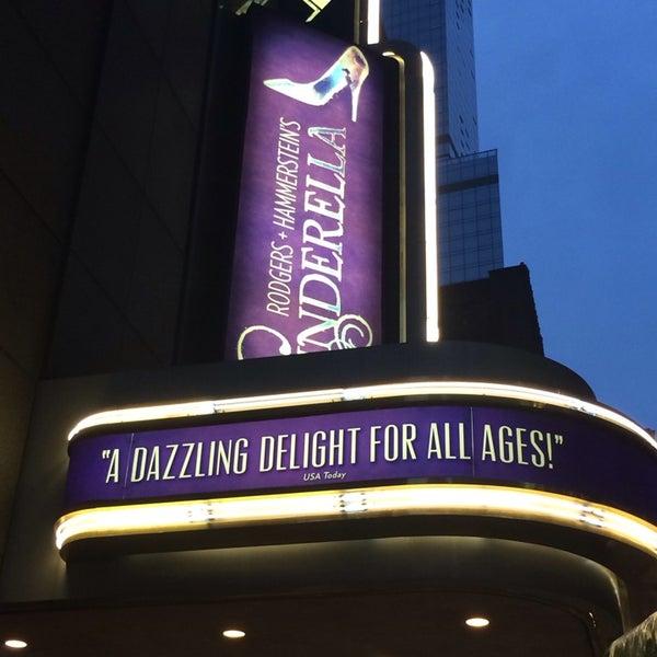10/3/2013にKaila C.がBroadway Theatreで撮った写真