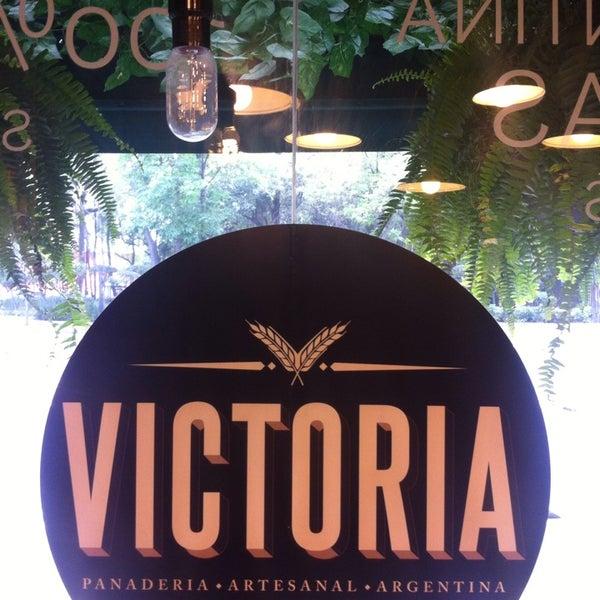Foto tomada en Panaderia La Victoria por Carlos H. el 12/23/2013