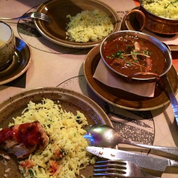 О эта индийская кухня😋😍 всё превосходно, умеренно остро!карри и рис восторггг!!!! Ласси манго ммм)) и так уютно☺️