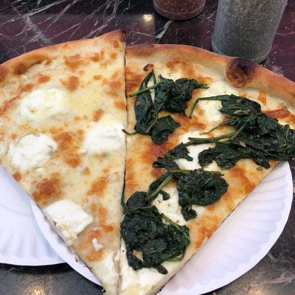 Foto tomada en Joe's Pizza por Sor N. el 7/12/2018