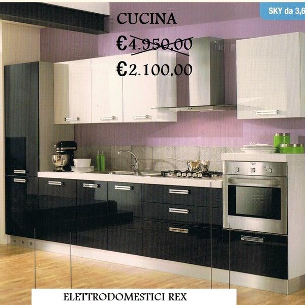 Cucina ml 3,60, elettrodomestici REX: Piano cottura 5 fuochi di cui uno tripla corona, Forno ventilato multifuzione classe A, lavastoviglie 12 coperti classe A, frigo combinato 290lt classe A.