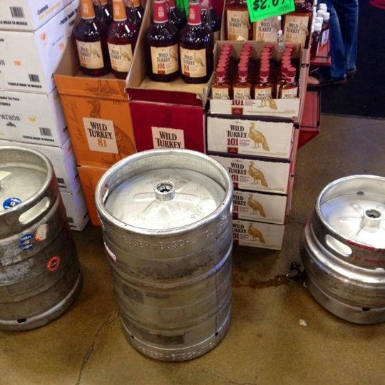 Foto tirada no(a) Argonaut Wine & Liquor por Courtney S. em 10/14/2012