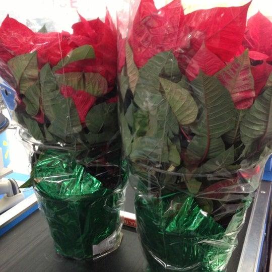 Das Foto wurde bei Walmart von Jim R. am 11/25/2012 aufgenommen