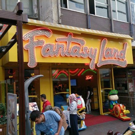 9/20/2013 tarihinde Can K.ziyaretçi tarafından Fantasyland Oyun Merkezi & Coffee'de çekilen fotoğraf