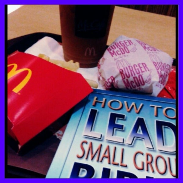 Photo taken at McDonald's by Yuan E. on 11/13/2013