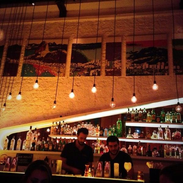 Foto tirada no(a) Meza Bar por Manuella B. em 7/28/2013