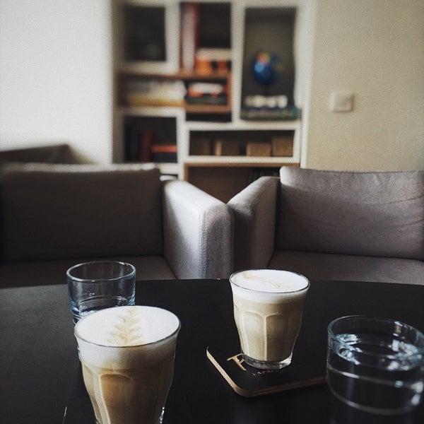 Снимок сделан в First Point Espresso Bar пользователем Olive G. 6/21/2017