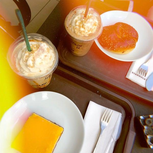 Снимок сделан в Starbucks пользователем Sude S. 9/5/2018