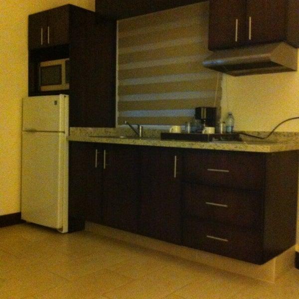 Las habitaciones muy limpias y cómodas, algunas con cocineta, en el restaurante el sazón típico de la zona.