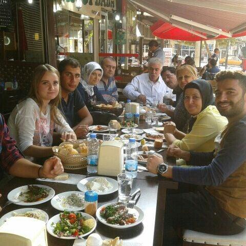 10/5/2014 tarihinde Doğan E.ziyaretçi tarafından Hacıoğlu Mangal Tire Köfte'de çekilen fotoğraf