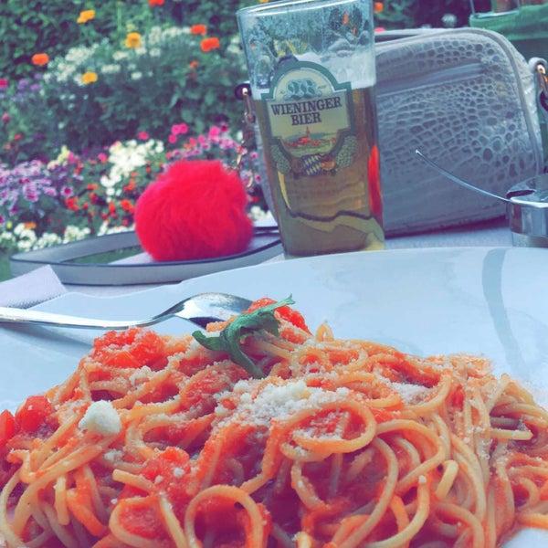 Photo prise au Pizzeria Cin Cin par Melda B. le7/6/2016