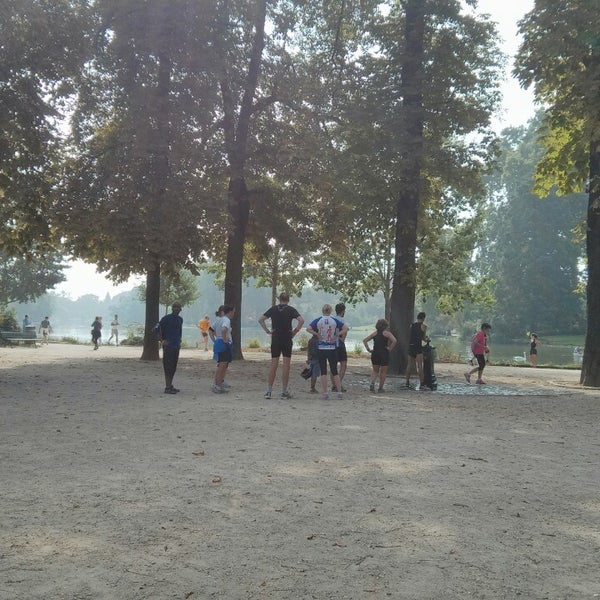 Photo taken at Lac Daumesnil by Rafa I. on 9/7/2014